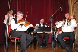 cimbálová kapela /folk group